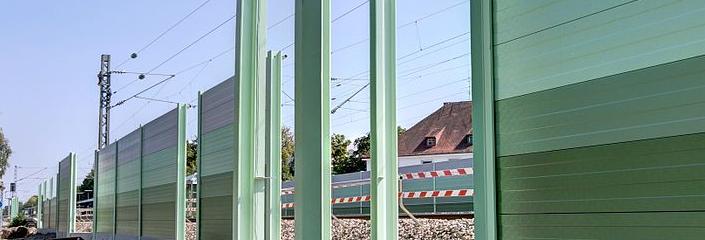 Lärmschutzwand im Bau (CC-BY-SA 3.0 by Richard Huber)